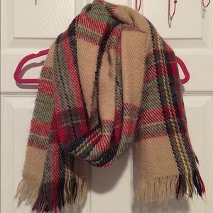 Plaid scarf with fringe